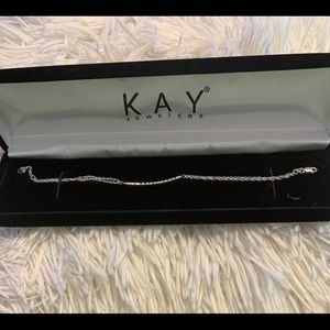 Kay Jewelers Curved Bar Bracelet. NWOT